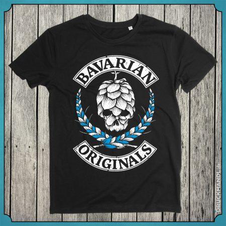 """Bayerisches T-Shirt für bayrische Originale -""""Bavarian Originals"""". Gmiatlich, griabig dem Hopfen und Malz ned abgeneigt! Shirt Biobaumwolle / Fairtrade - weiss-blauer Druck auf schwarzem Shirt."""